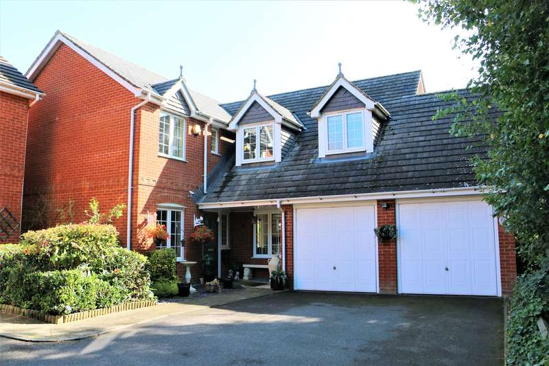 4 Bedrooms Detached House for sale in English Wood, Park Village, Basingstoke, RG24