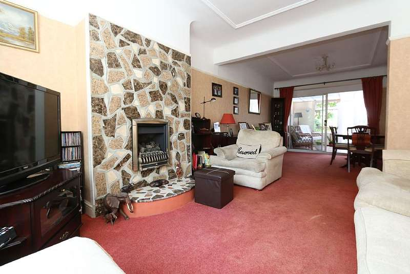 3 Bedrooms Semi Detached House for sale in Uppingham Avenue, Stanmore, London, HA7 2JY
