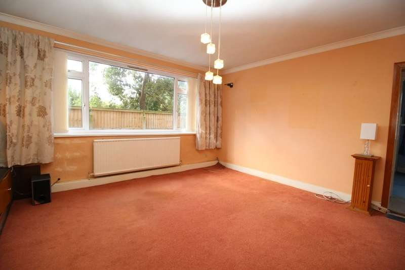 2 Bedrooms Flat for sale in Hardhorn Road, Poulton-Le-Fylde, FY6