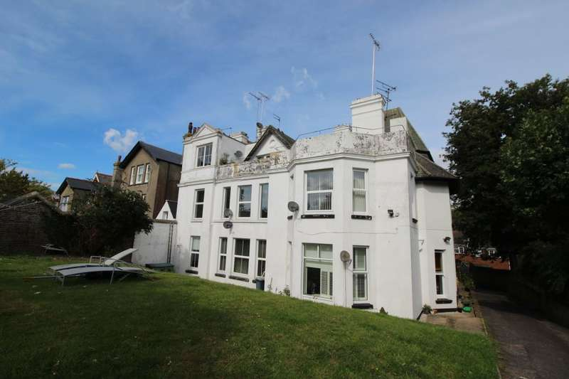 2 Bedrooms Flat for sale in Walmer Castle Road, Walmer, Deal, CT14