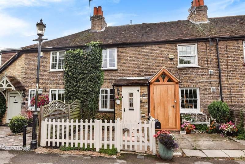 2 Bedrooms Terraced House for sale in Bells Lane, Horton, SL3