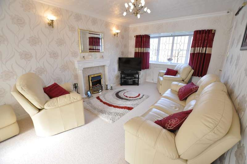 4 Bedrooms Detached House for sale in Camborne Place, Freckleton, Preston, Lancashire, PR4 1YT
