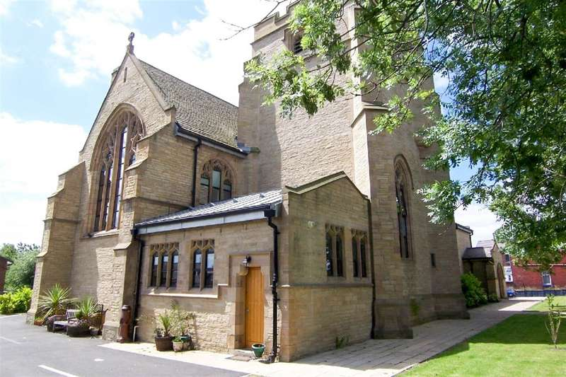 2 Bedrooms Flat for sale in Church Court, Tyldesley Road, Atherton, M46 9AD