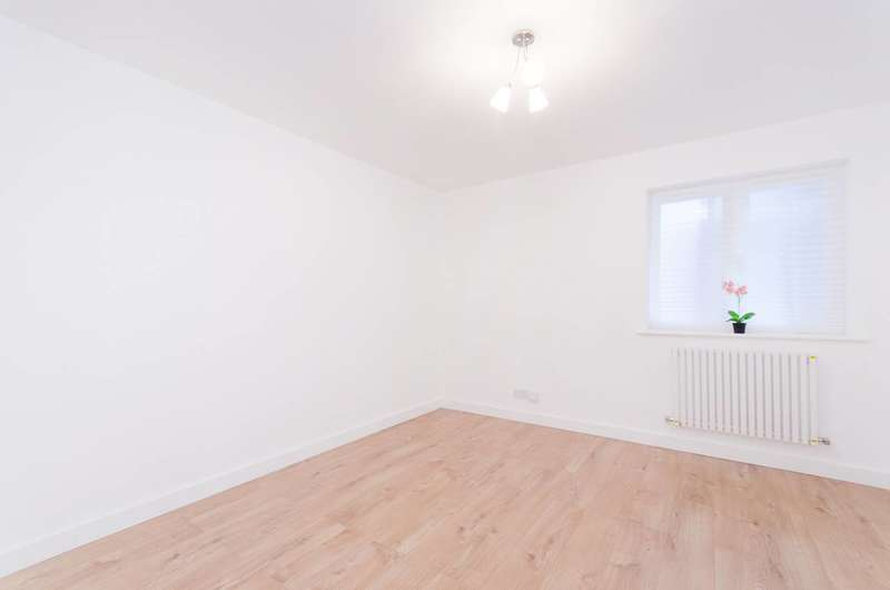 1 Bedroom Flat for sale in Elgar Avenue, Neasden, NW10