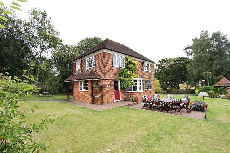 4 Bedrooms Detached House for sale in Denwood Street, Crundale, Canterbury, Kent, CT4 7EF