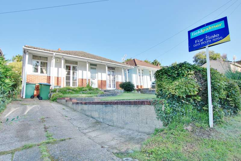 3 Bedrooms Detached Bungalow for sale in Weston Lane, Southampton