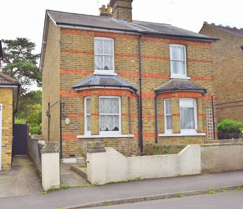 2 Bedrooms Semi Detached House for sale in The Myrke, Datchet, SL3