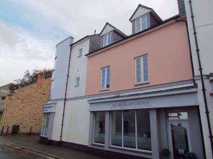 2 Bedrooms Flat for sale in Bodmin, Cornwall, England