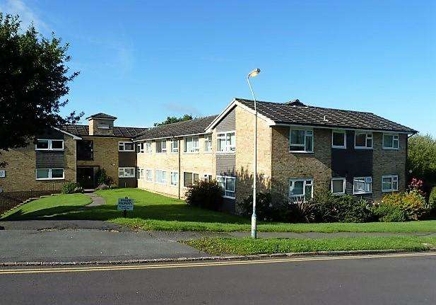 1 Bedroom Flat for sale in Isenhurst Court, Heathfield, East Sussex, TN21 8LJ