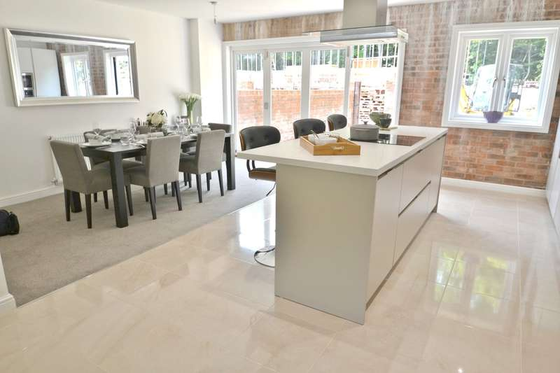 5 Bedrooms Town House for sale in Mill Lane, Cheadle