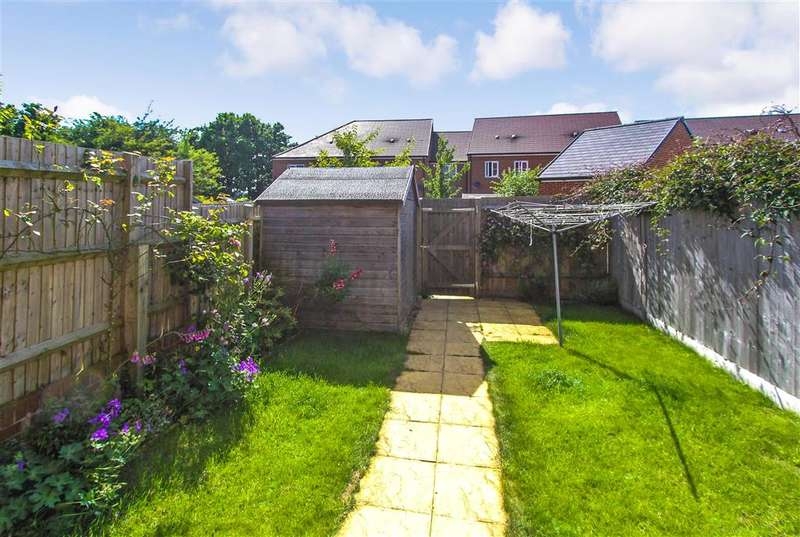 3 Bedrooms Semi Detached House for sale in Kiln Drive, Hambrook, Chichester, West Sussex