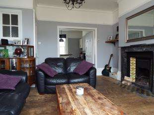2 Bedrooms Maisonette Flat for sale in London Road, Canterbury, Kent