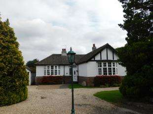2 Bedrooms Bungalow for sale in Ashford Road, Bearsted, Maidstone, Kent