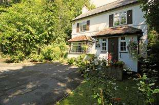 3 Bedrooms Detached House for sale in Copthorne Common, Copthorne, West Sussex