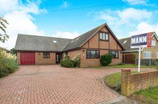 5 Bedrooms Bungalow for sale in Danes Drive, Bay View, Sheerness, Kent