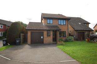 3 Bedrooms Detached House for sale in Roman Way, Uckfield, East Sussex
