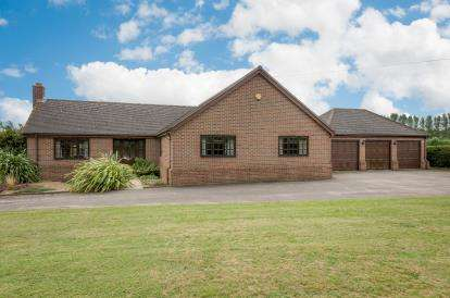 4 Bedrooms Bungalow for sale in Gamlingay Road, Waresley, Sandy, Cambridgeshire