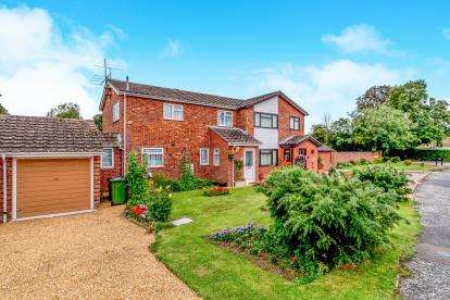 3 Bedrooms Semi Detached House for sale in The Sycamores, Little Paxton, St. Neots, Cambridgeshire