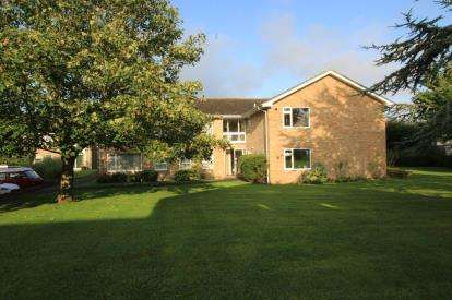 2 Bedrooms Flat for sale in Waterford Place, Christchurch, Dorset
