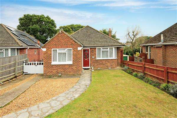 3 Bedrooms Bungalow for sale in Hull Crescent, Bournemouth