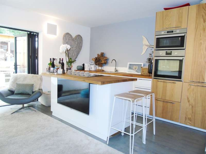 1 Bedroom Flat for sale in Harriet Street, Penarth