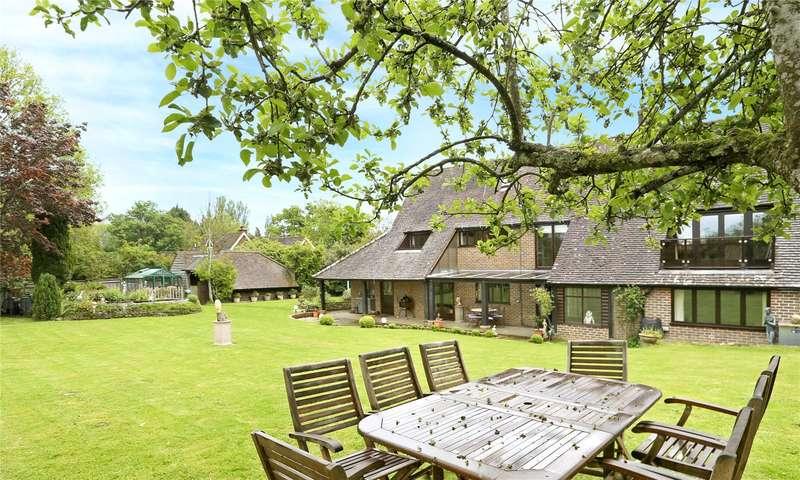 4 Bedrooms Detached House for sale in Cooksbridge, Midhurst Road, Haslemere, West Sussex, GU27