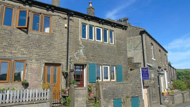 2 Bedrooms Property for sale in Well Houses Midgley Halifax