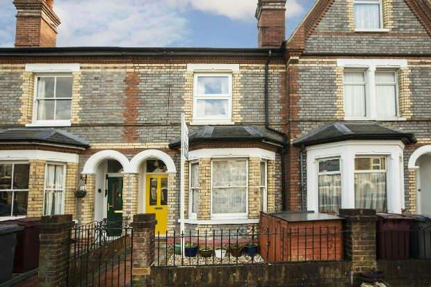 2 Bedrooms Terraced House for sale in Radstock Road, Reading,