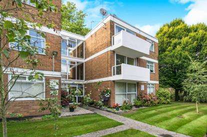 2 Bedrooms Flat for sale in Spring Court, Birmingham Road, Walsall, West MIdlands