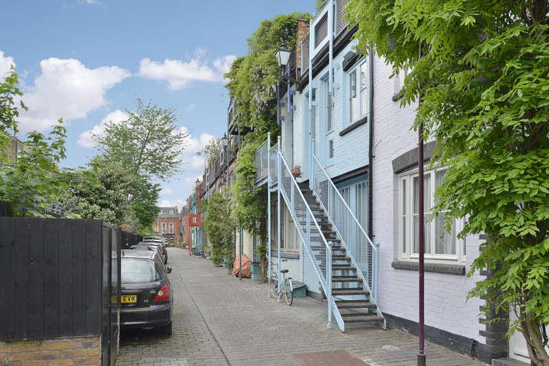 3 Bedrooms Terraced House for sale in Marlborough Yard, N19 4ND