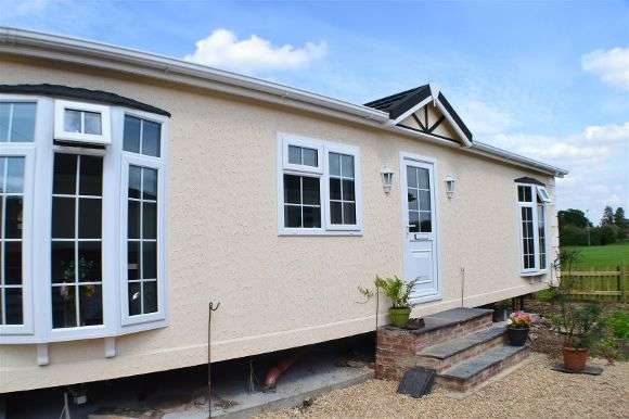 1 Bedroom Detached House for sale in Fairfield Park, West End Road, Mortimer Common, Reading