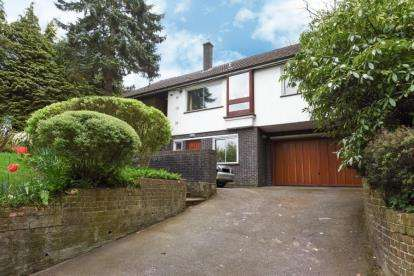 5 Bedrooms Detached House for sale in Yester Road, Chislehurst