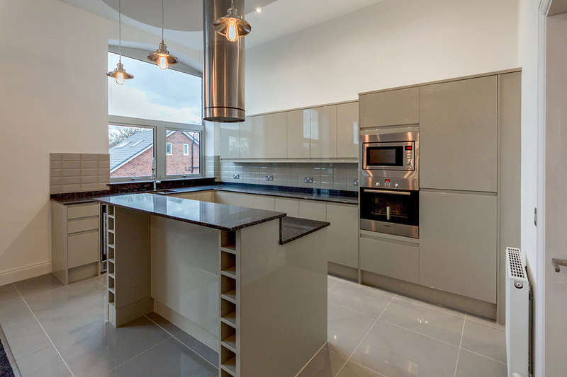 2 Bedrooms Flat for sale in Demmings Road, Cheadle, SK8