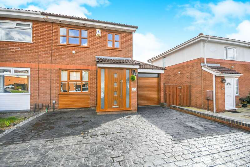 3 Bedrooms Semi Detached House for sale in Lockerbie close, Warrington, Cheshire WA2 0LT