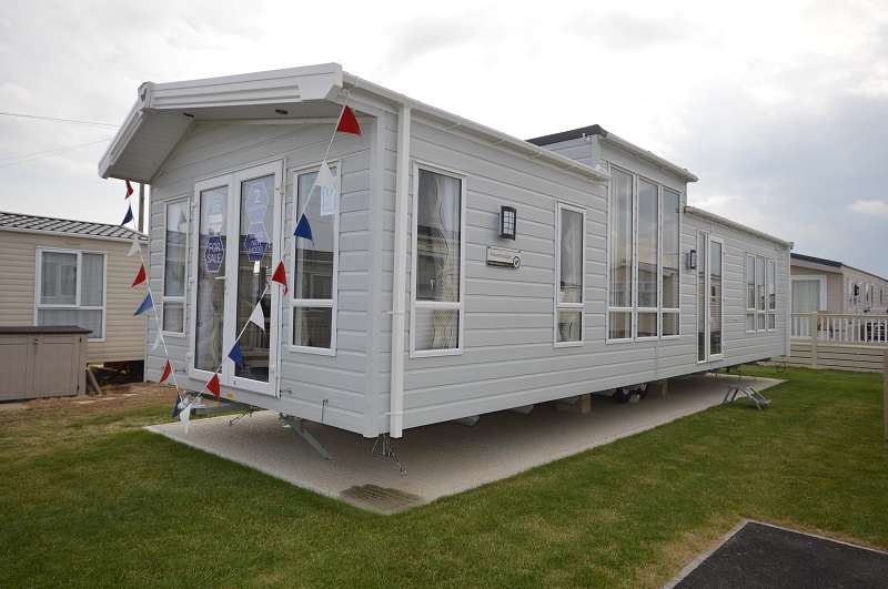 2 Bedrooms Mobile Home for sale in Alberta Holiday Park, Seasalter, Whitstable, Kent. CT5 4BJ