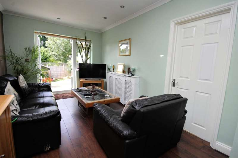 2 Bedrooms Maisonette Flat for sale in Cromwell Road, Brentwood
