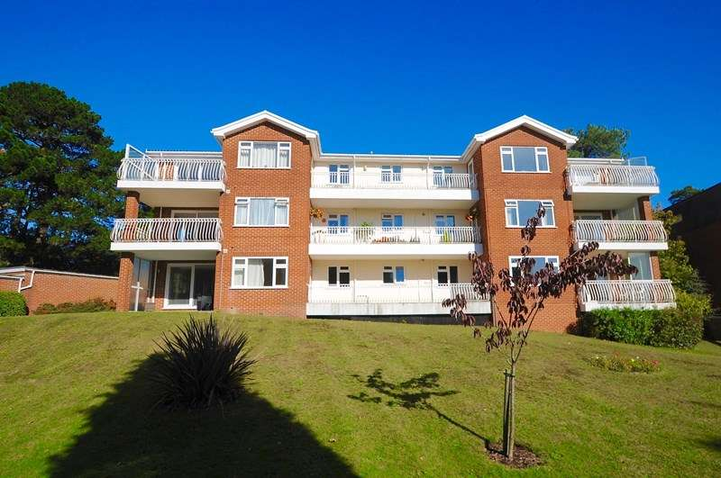 2 Bedrooms Apartment Flat for sale in Overbury Road, Lower Parkstone, Poole