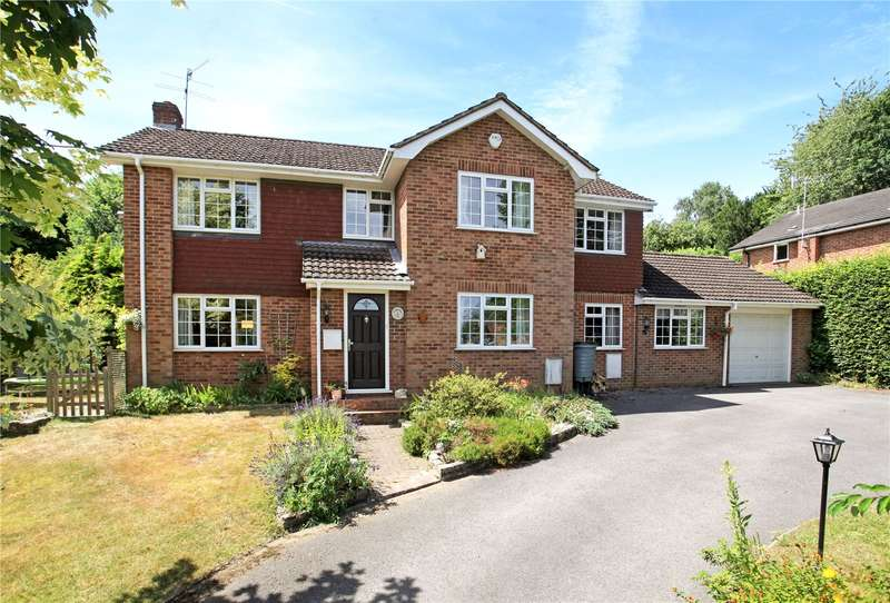 4 Bedrooms Detached House for sale in Ernest Close, Lower Bourne, Farnham, Surrey, GU10