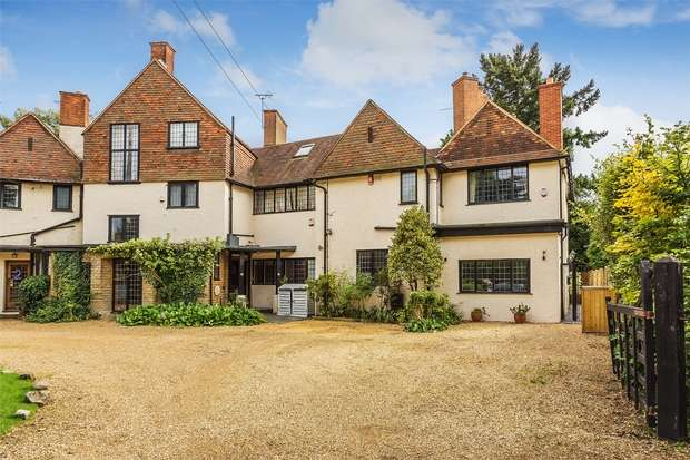 3 Bedrooms Country House Character Property for sale in Woking, Surrey