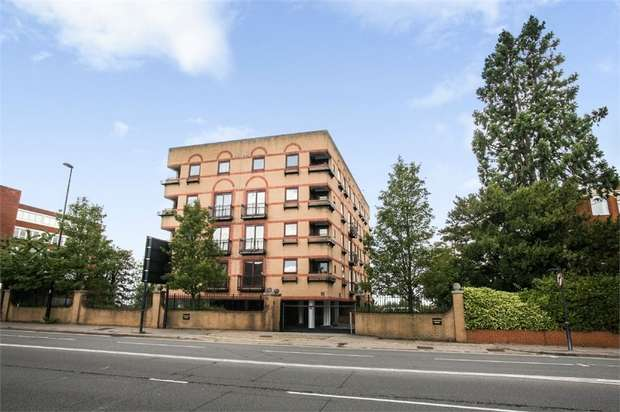 2 Bedrooms Flat for sale in Oxford Road, Aylesbury, Buckinghamshire
