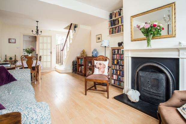 2 Bedrooms Terraced House for sale in East Molesey, Surrey, .