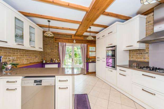 4 Bedrooms End Of Terrace House for sale in Richmond, Surrey