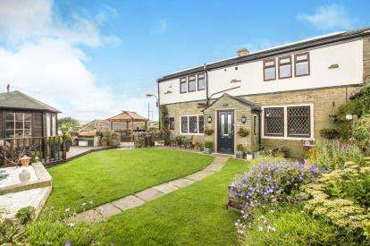 4 Bedrooms End Of Terrace House for sale in Sunny View Terrace, Ambler Thorn, Queensbury, West Yorkshire