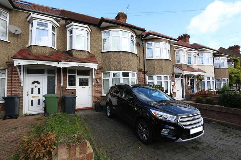 3 Bedrooms Terraced House for sale in Hillside Crescent, Cheshunt, Waltham Cross, Hertfordshire, EN8 8PL
