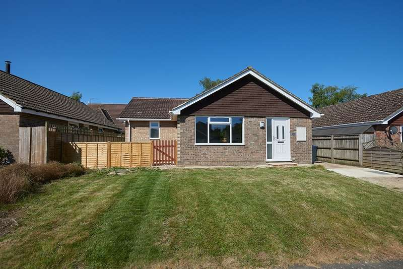 3 Bedrooms Bungalow for sale in Willis Close, Marlborough, Wiltshire, SN8