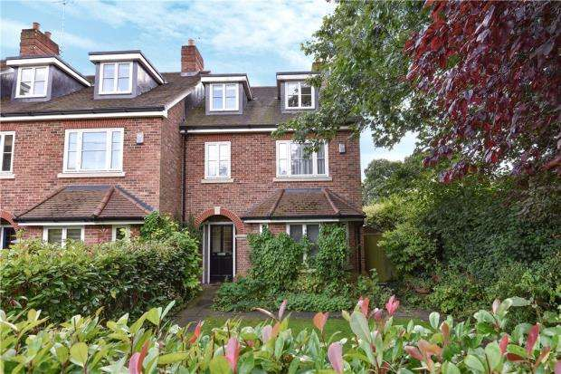 4 Bedrooms Terraced House for sale in Blenheim Mews, Beavers Road, Farnham