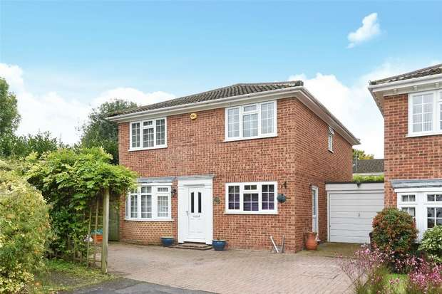 4 Bedrooms Detached House for sale in Challenor Close, FINCHAMPSTEAD, Berkshire
