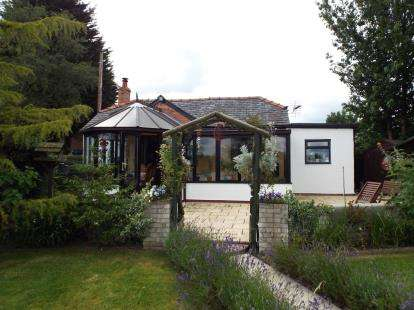 2 Bedrooms Bungalow for sale in Lon Castanwydden, Leeswood, Mold, Flintshire, CH7