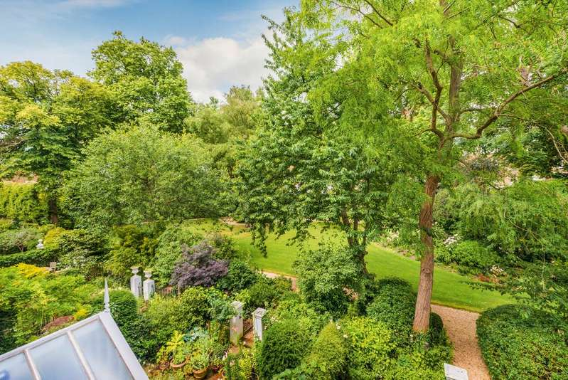 2 Bedrooms Flat for sale in Lower Addison Gardens, W14