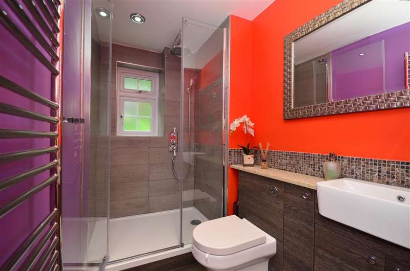 2 Bedrooms Terraced House for sale in Pevensey Road, Southwater, Horsham, West Sussex